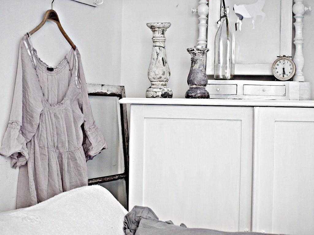 shabby whites little blue deer custom blog design and website design. Black Bedroom Furniture Sets. Home Design Ideas