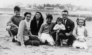 La familia del Che Guevara, allá en la Argentina, antes de la separación del matrimonio.