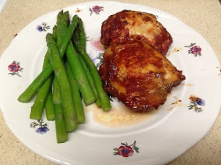 2 Barbecued Chicken Thighs with Asparagus