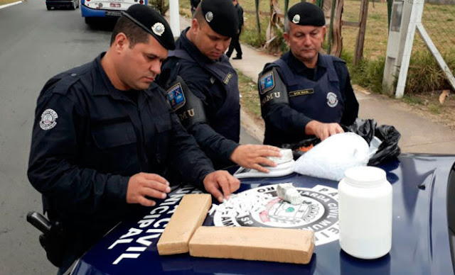 ROMU apreende menor com grande quantidade de drogas no Odécio Degan, em Limeira