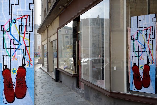 "Affichage ""sauvage"" sur une vitrine rue du Vau Saint-Germain - Octobre 2015 - Photo Erwan Corre"