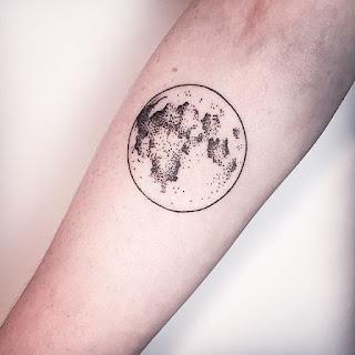 tatuaje luna llena antebrazo
