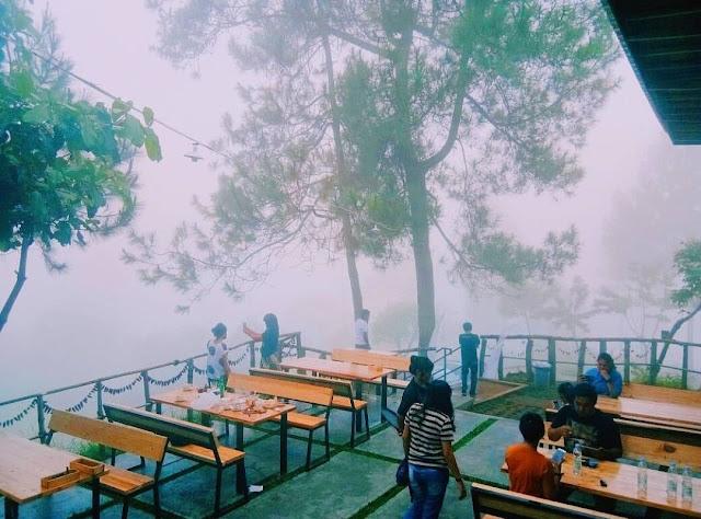Berada di Dataran Tinggi, Cafe Kapitoo Sajikan Minum Kopi di Atas Awan
