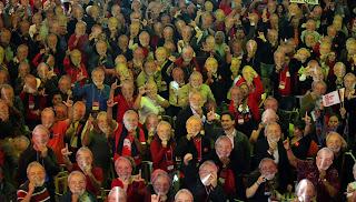 Lula é oficializado candidato à Presidência pelo PT durante convenção