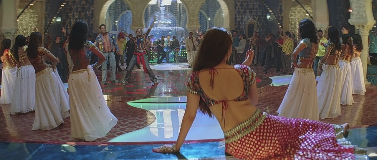 Aishwarya Rai hot sexy back in kajra re song, aishwarya rai backless photos
