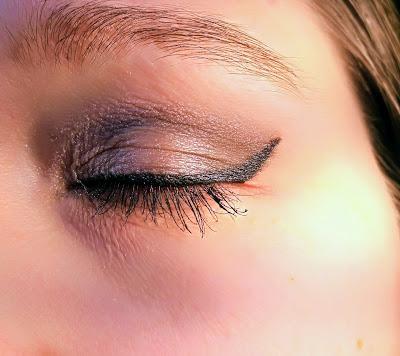 kosmetyki gosh, gosh giant pro double eye liner, eyeliner i kredka kajal 2 w 1, kosmetyki, czym zrobić perfekcyjną kreską, produkty do  zrobienia smoky eyes, recenzja, test