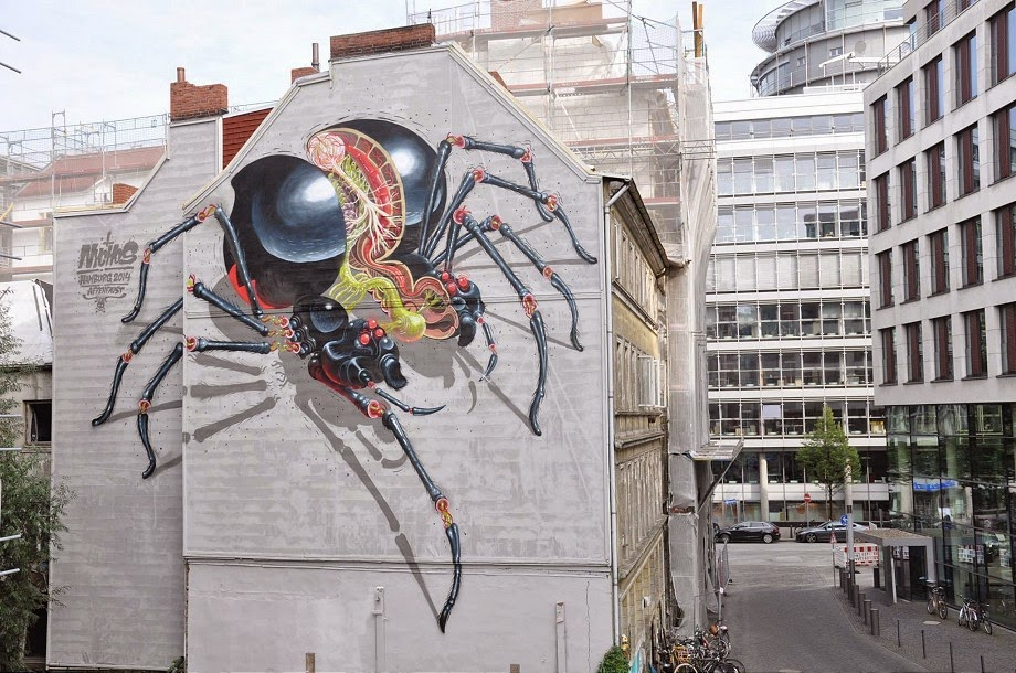 Hamburg will soon be hosting a new edition of Knotenpunkt festival at the beginning of October, and Nychos was recently in the city painting a mural for this urban art festival.