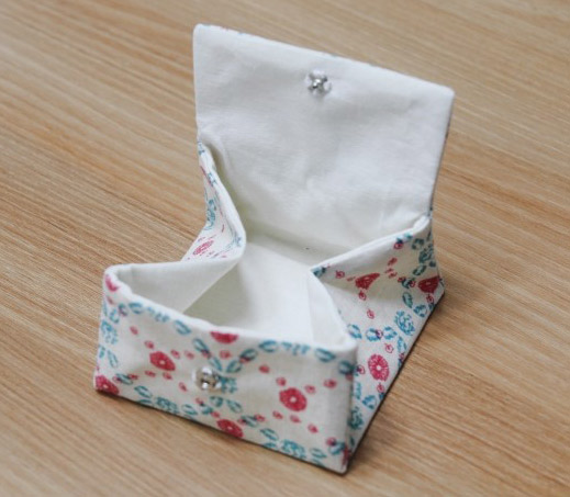 How To Make Button Pouches. Diy Pouch For Sanitary Napkin. Tutorial in Pictures.