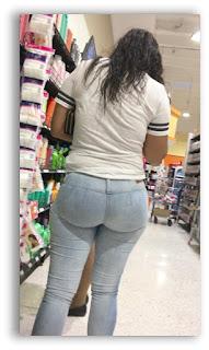 chica traseo grande pantalones