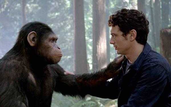O chimpanzé Caesar, protagonista de Planeta dos macacos: a origem, interpretado pelo ator Andy Serkis, contracena com James Franco em cena do filme