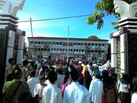 Demo Ormas di Subang Disaksikakan Ribuan Santri
