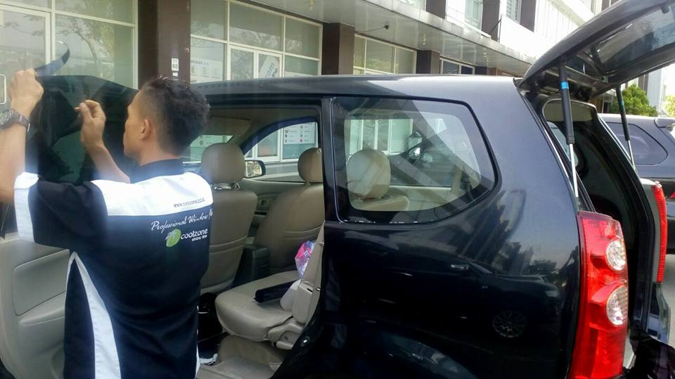 jasa pasang kaca film V-Kool untuk mobil Toyota Innova