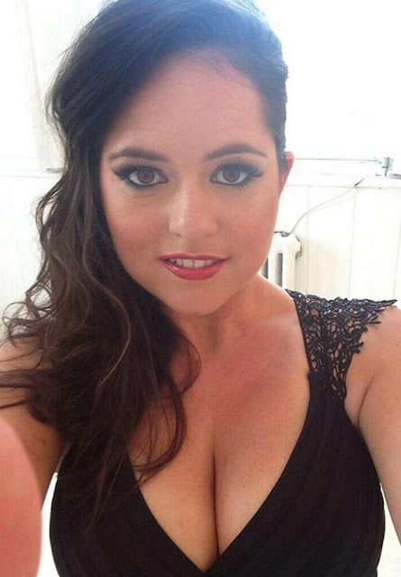 Karen-Danczuk-busty-hot-selfie