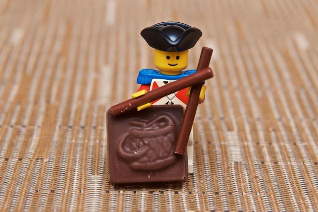 Lego - Advent Calendar - Calendrier de l'Avent - Lego - Drum - Tambour - Drumsticks - Chocolat au lait