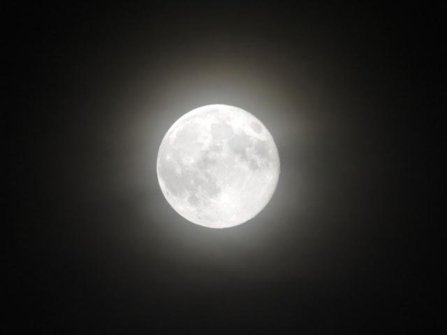 Súper Luna desde Cambridge la Noche de San Juan