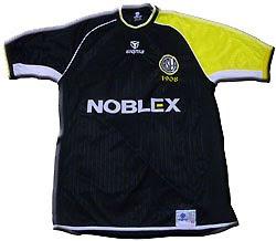Camiseta de San Lorenzo negra y amarilla: un cuervo