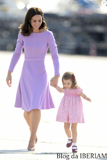 Catherine Kate Middleton usando lilás
