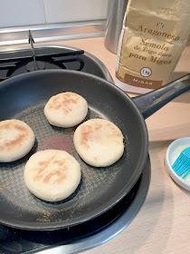 pan-casero-hecho-con-sémola-de-trigo-y-harina-de-trigo