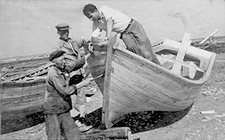 Керченская судоверфь, прием баркаса. Конец 1940-х годов