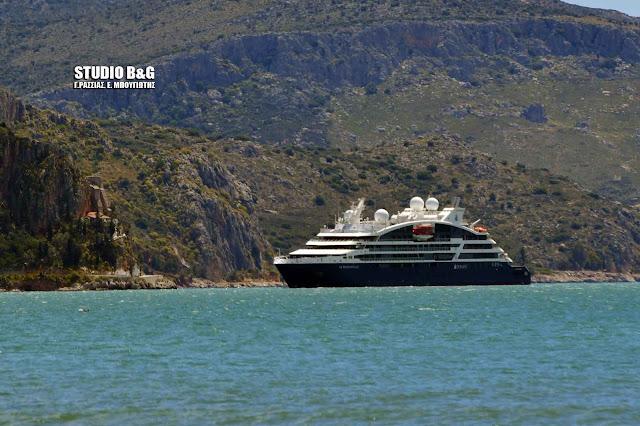 """Στο Ναύπλιο το κρουαζιεροπλοιο των κροίσων  """"Le Bougainville"""""""