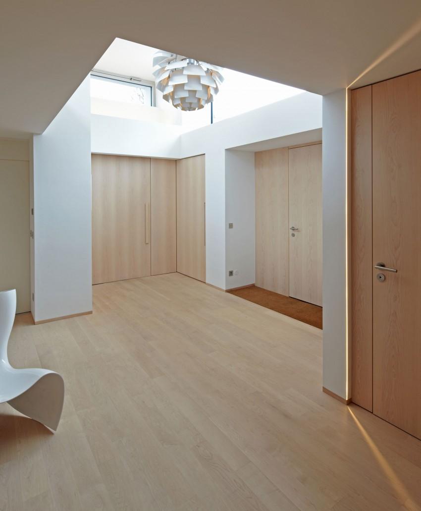 en otras zonas de la vivienda las puertas de paso en un modelo listo y con un fijo que ayuda a tener un hueco de paso ms amplio tambin ofrecen madera