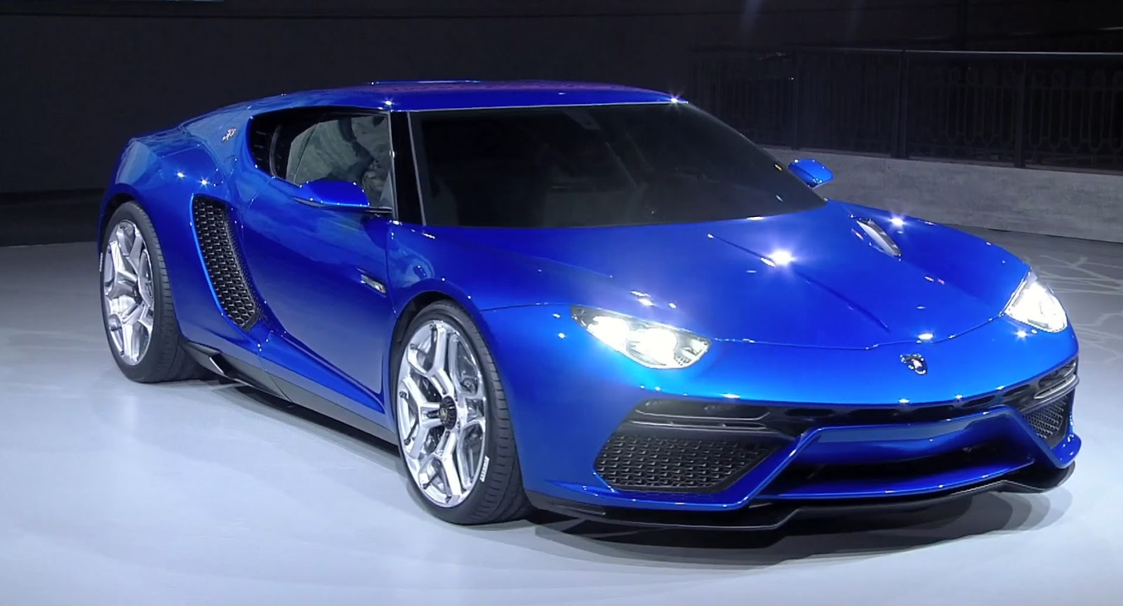 Lamborghini Asterion LPI 910-4: Live Photos And Videos