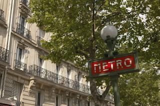 Photo d'une bouche du Métro parisien - panneau