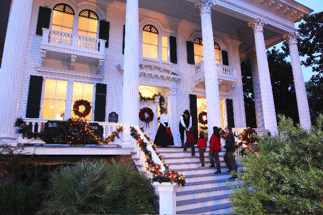 http://4.bp.blogspot.com/-YhT9W9_FC2c/TtkYQUWHQzI/AAAAAAAABAo/K3puadYZ8ts/s1600/Bellamy+Christmas+Pic+2010.jpg