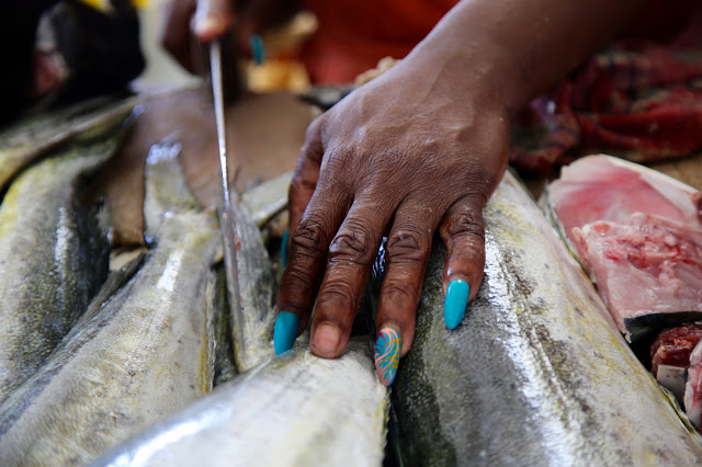 manicure at the fish market, grenada