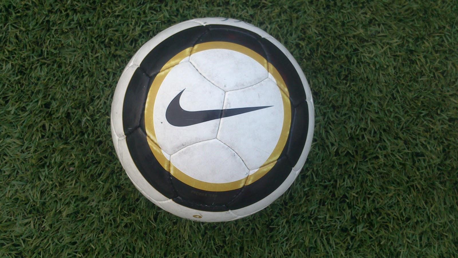 http   www.futbolmanianet.com futbol SC1909129 balon-de-futbol-nike-premier- team-fifa-blanco-dorado-negro orden  page 1 c345aac47604c