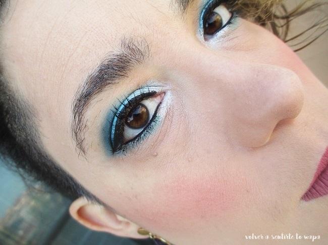 Maquillaje degradado en azules