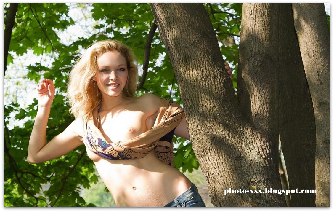 Молодые и голые на природе 3