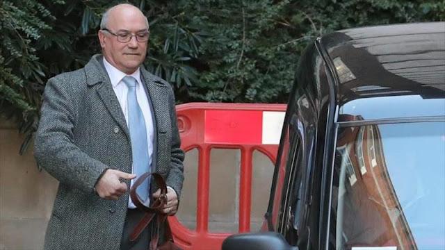 Escándalo sexual obliga a renunciar al jefe de Oxfam británico