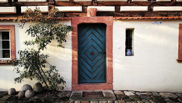 Zabytkowe wejście do Domu Tkacza, Pieszyce, Dolnośląskie