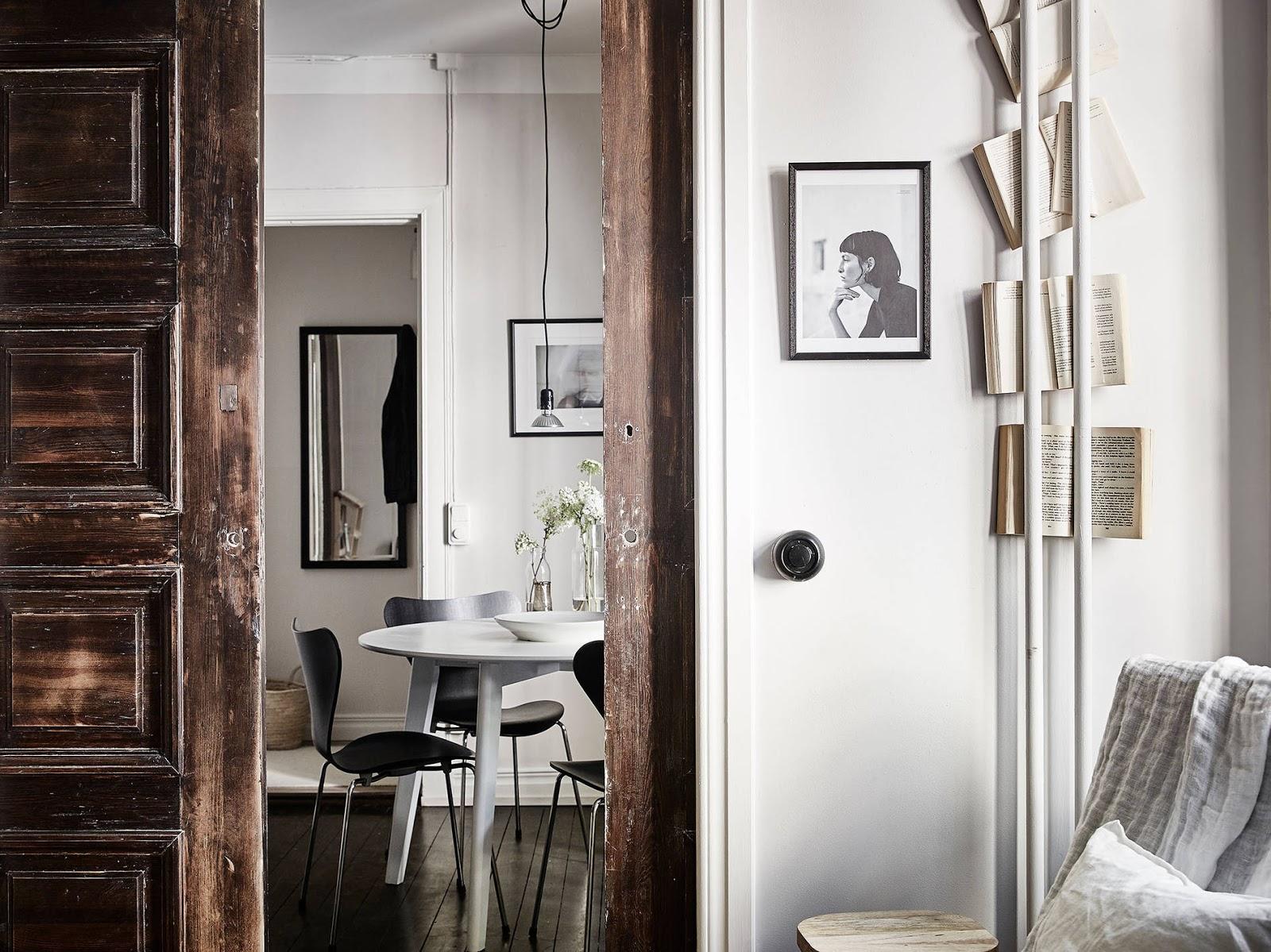 Appartamento arioso con porte scorrevoli in legno di recupero | ARC ...