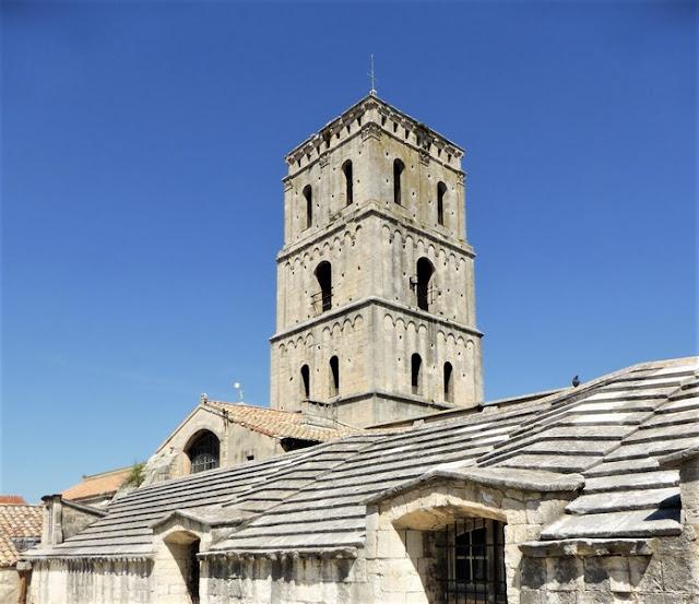 El Claustro de Saint-Trophime, Arlés