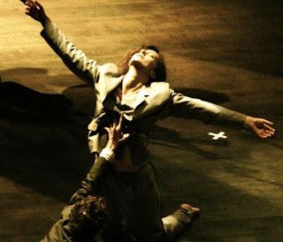 Αποτέλεσμα εικόνας για γυναικα που χορευει ζειμπεκικο