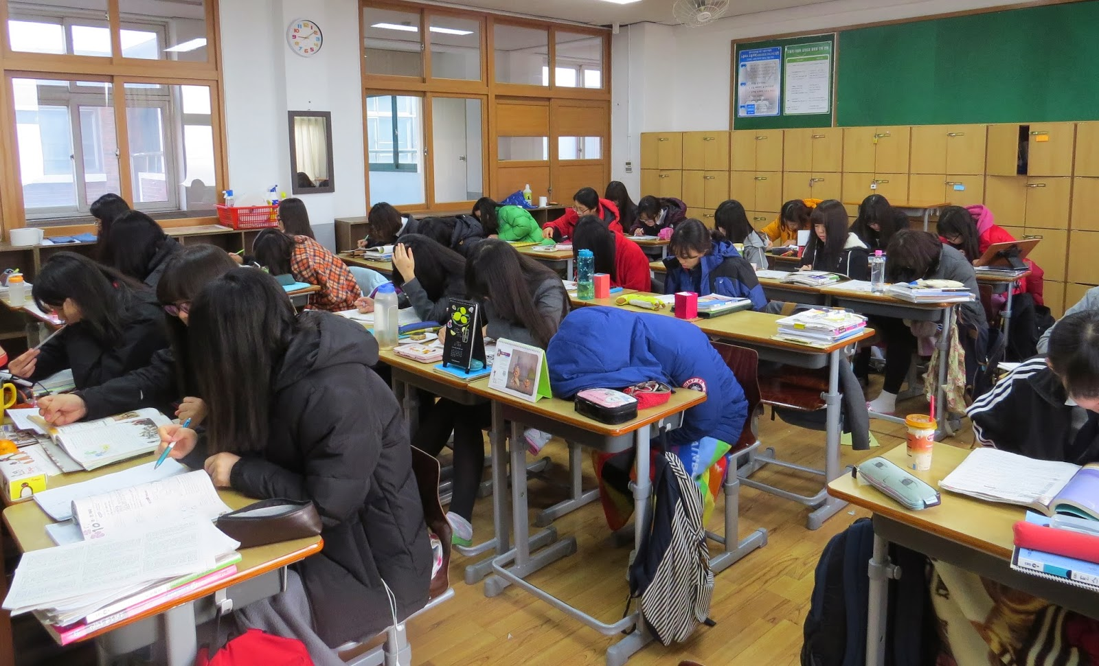 Elaine's World: Korean High School Life as Seen by Elaine