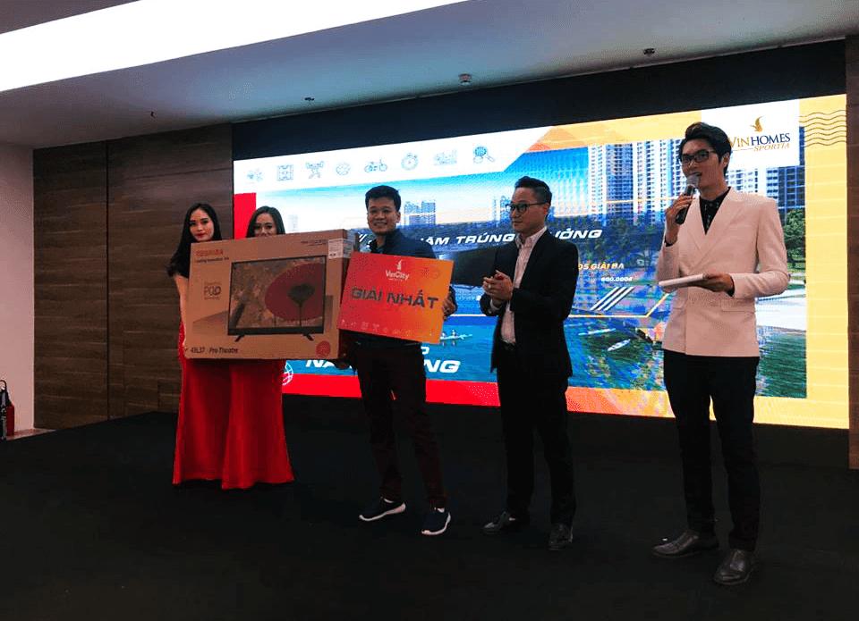 Trao thưởng khách hàng bốc thăm sự kiện mở bán Vinhomes Sportia