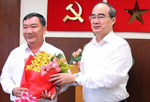 Bí thư Thành ủy Nguyễn Thiện Nhân chúc mừng ông Trần Văn Thuận