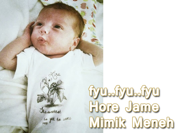 gambar meme bayi lucu terbaru bersiul