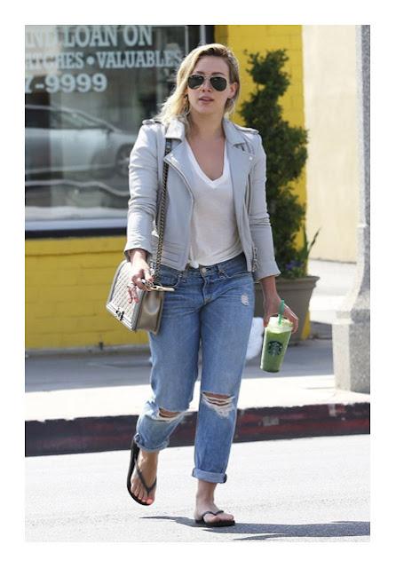 Классические широкие джинсы бойфренды на фигуре песочные часы