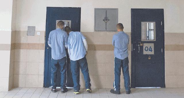 """מתקן כליאה המיועד לבני נוער. """"העבירות שהם מבצעים הן פועל יוצא של הקשיים שלהם, ואז הכי קל זה לשלוח אותם לכלא"""" (צילום ארכיון, למצולמים אין קשר לנאמר)"""