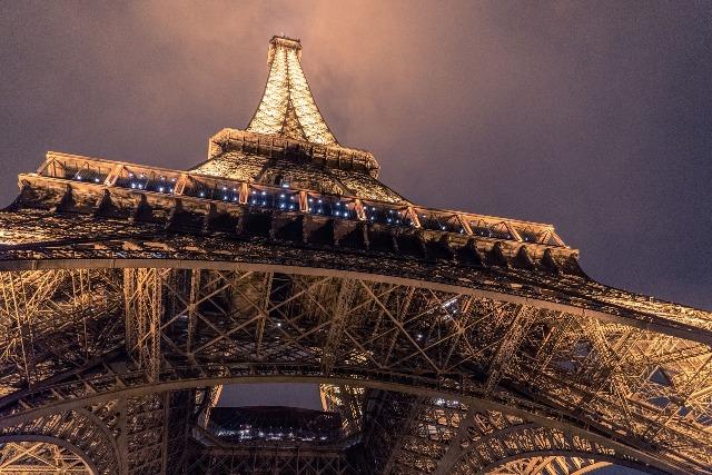 Visitar la Torre Eiffel, horario, precio, consejos, como llegar en transporte público.