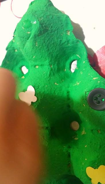 decorando-arbol-pintura