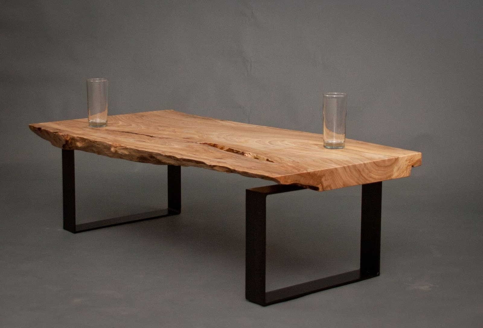 Easy Breezy DIY Reclaimed wood Coffee Table That Steals Attention