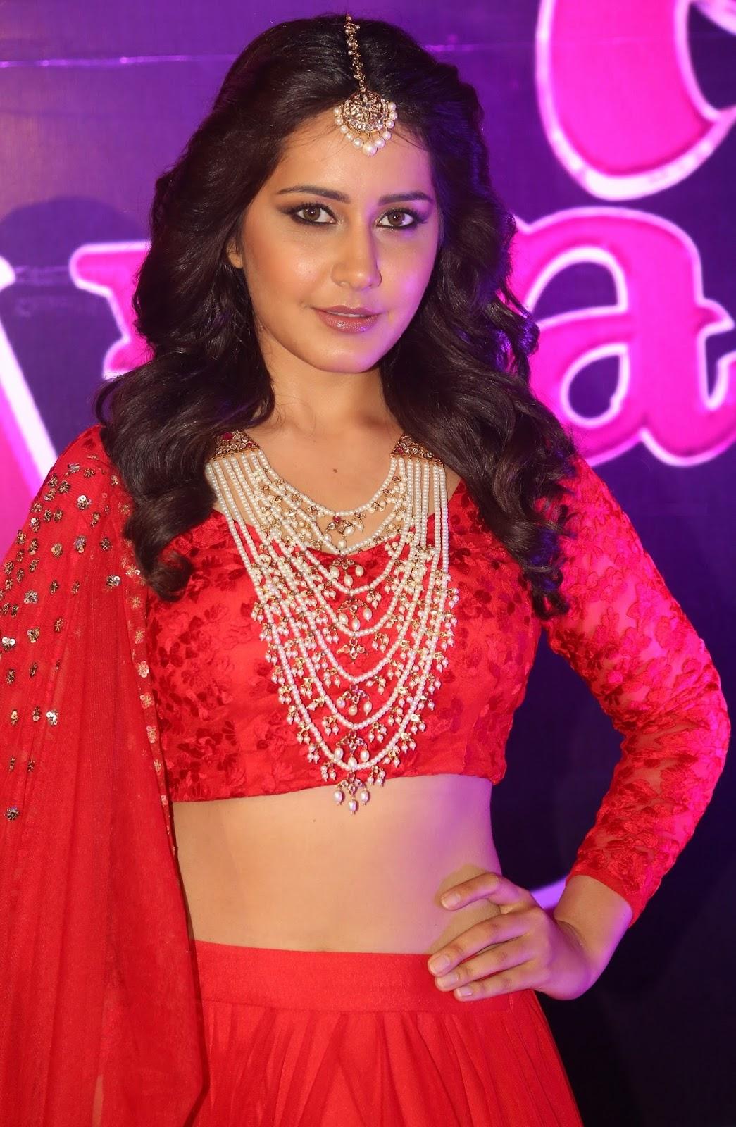 Telugu Actress Rashi Khanna Hot Photos in Apsara Award