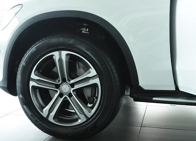Mercedes GLC 250 4MATIC sử dụng Mâm xe 18 inch 5 chấu