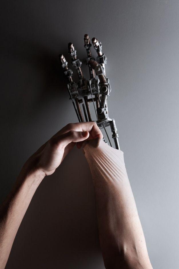 Humanos o robots retoque digital muy ingenioso.