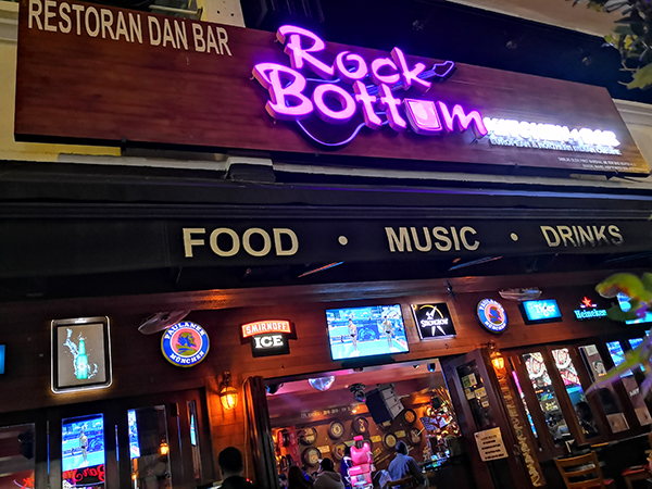 Where to dine decently and rock? Rock Bottom Bangsar